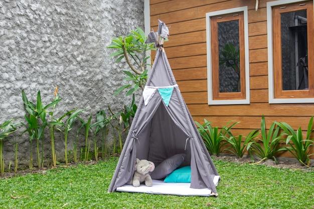 뒷마당에서 텐트