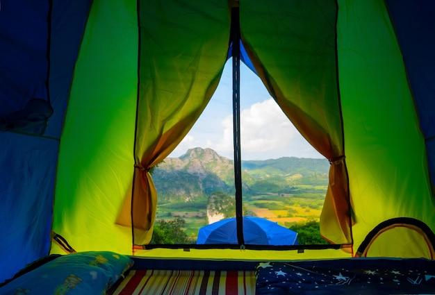 Палаткикемпинг пейзаж национального парка пху-лангка пхаяо, таиланд