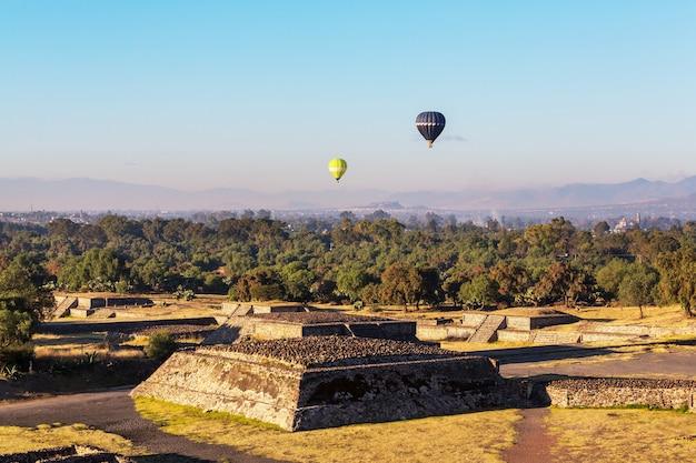 Теотиуакан древний исторический культурный город, знаменитые старые руины цивилизации ацтеков, мексика, северная америка