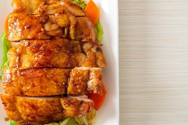 Teppanyaki teriyaki chicken steak with cabbage and carrot