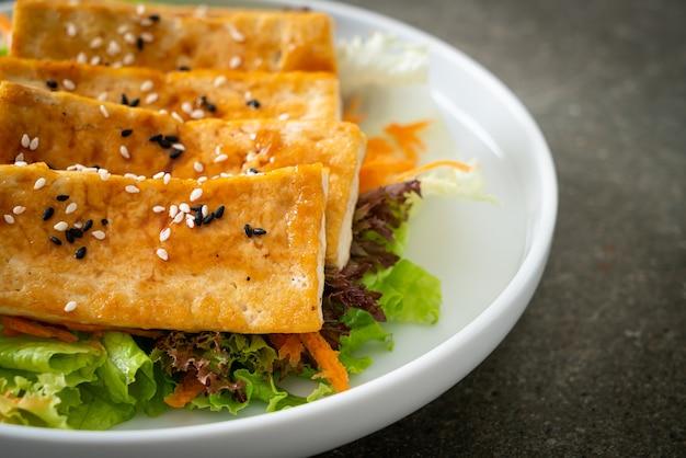 照り焼き豆腐のごまサラダ-ビーガンとベジタリアンのフードスタイル
