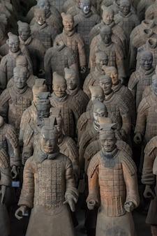 Terracotta warriorsはqin sの軍隊を描いたテラコッタ彫刻のコレクションです