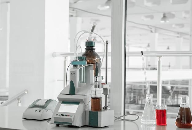 플라스틱 생산 및 가공 공장의 테스트 실험실 및 측정 기기