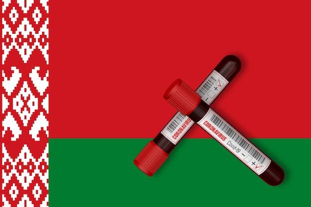 Пробирки с надписью 2019-ncov на фоне флага беларуси. 3d-рендеринг