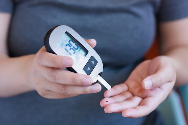 妊娠中の女性の糖尿病のための血中グルコースの検査