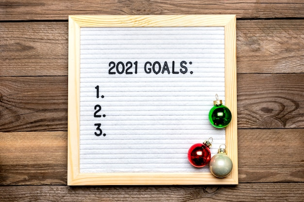 Text - 2021 goals motivational quotes on message felt board, deer on wooden background
