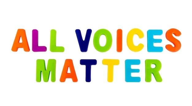 흰색 배경에 플라스틱 글자로 쓰여진 텍스트 all voices matter