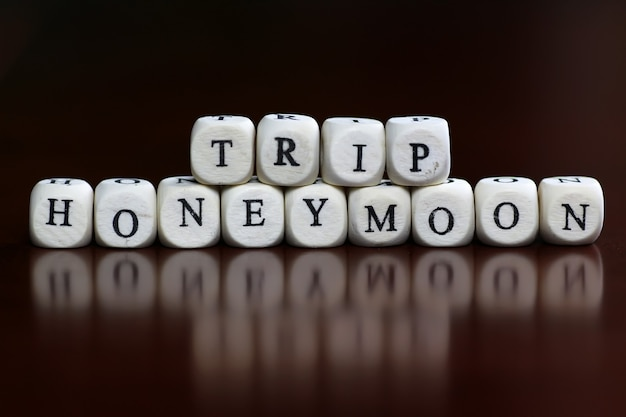Text cube honeymoon