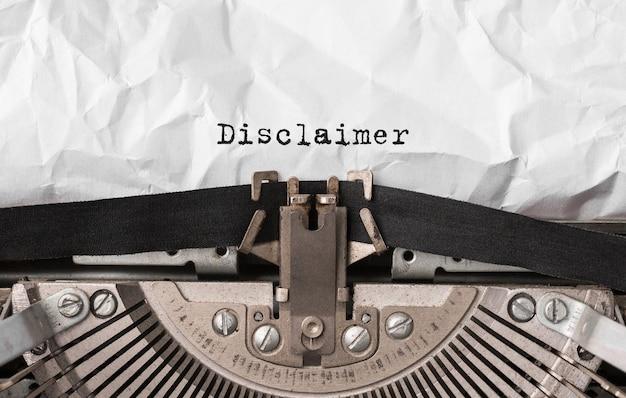 Текст отказа от ответственности, набранный на ретро пишущей машинке