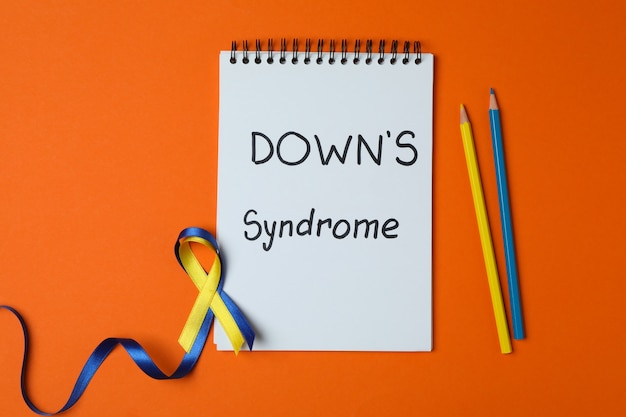 텍스트 다운 증후군, 인식 리본 및 주황색 연필