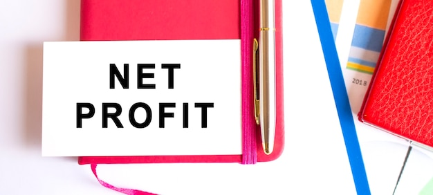 メモ帳にある白いカードにnetprofitとテキストを入力します。財務コンセプト。