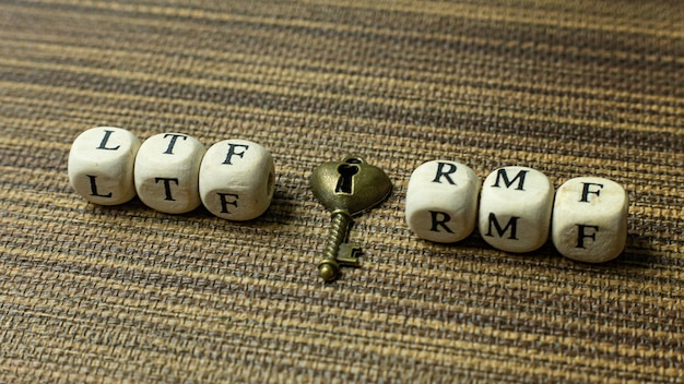 Text rmf on wooden cube