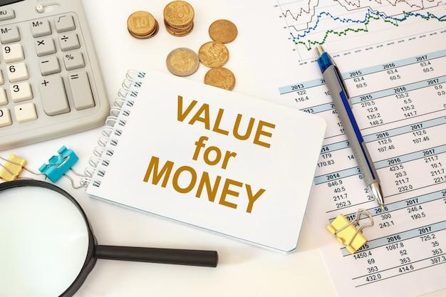 Money의 value를 나타내는 텍스트 기호입니다. 매출 또는 수익 비즈니스를 향상시키는 개념 사진