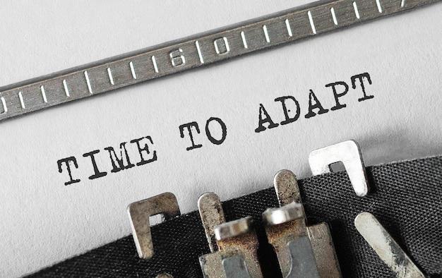 Текст time to adapt, набранный на ретро пишущей машинке
