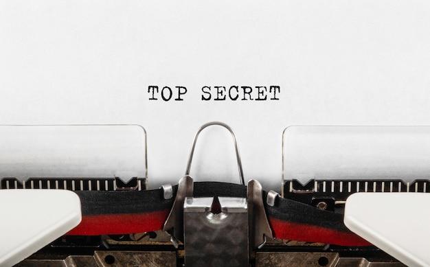 Текст совершенно секретно, набранный на пишущей машинке. бизнес и финансовая концепция.