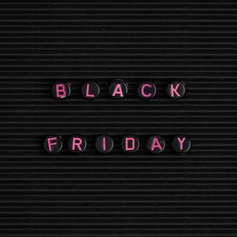 Testo con perline: venerdì nero
