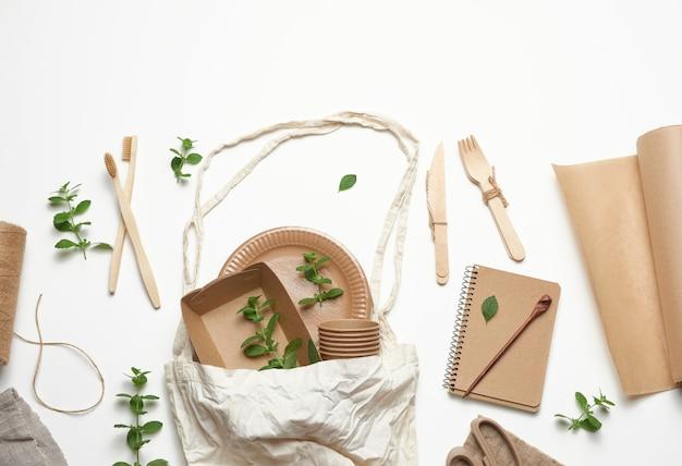 テキスタイルバッグと使い捨て食器