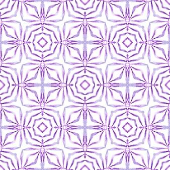 テキスタイルレディの魅力的なプリント、水着生地、壁紙、ラッピング。紫の立派な自由奔放に生きるシックな夏のデザイン。メダリオンシームレスパターン。水彩メダリオンシームレスボーダー。