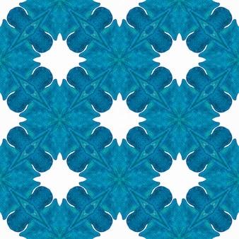 テキスタイル対応の素晴らしいプリント、水着生地、壁紙、ラッピング。ブルーの魅力的な自由奔放に生きるシックな夏のデザイン。アラベスク手描きデザイン。東洋のアラベスク手描きの境界線。