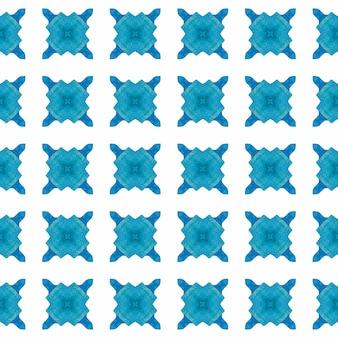 テキスタイル対応の本物のプリント、水着生地、壁紙、ラッピング。ブルーの魅力的な自由奔放に生きるシックな夏のデザイン。手描きのタイル張りの水彩画の境界線。タイル張りの水彩画の背景。