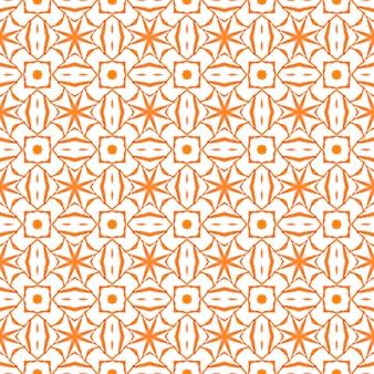 テキスタイル対応の大胆なプリント、水着生地、壁紙、ラッピング。オレンジ色の幻想的な自由奔放に生きるシックな夏のデザイン。手描きのタイル張りの水彩画の境界線。タイル張りの水彩画の背景。