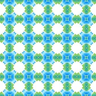 テキスタイル対応のエレガントなプリント、水着生地、壁紙、ラッピング。緑の本物の自由奔放に生きるシックな夏のデザイン。メダリオンシームレスパターン。水彩メダリオンシームレスボーダー。