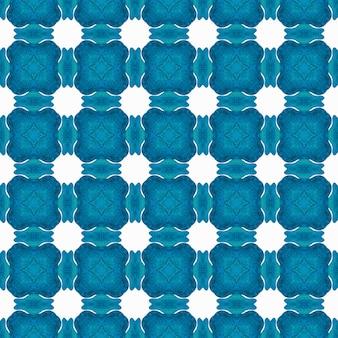テキスタイル対応の比類のないプリント、水着生地、壁紙、ラッピング。ブルーの抜群のボホシックな夏のデザイン。タイル張りの水彩画の背景。手描きのタイル張りの水彩画の境界線。