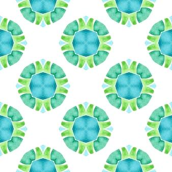 テキスタイルレディの鮮やかなプリント、水着生地、壁紙、ラッピング。緑の素晴らしい自由奔放に生きるシックな夏のデザイン。水彩の夏のエスニックボーダーパターン。エスニック手描きパターン。