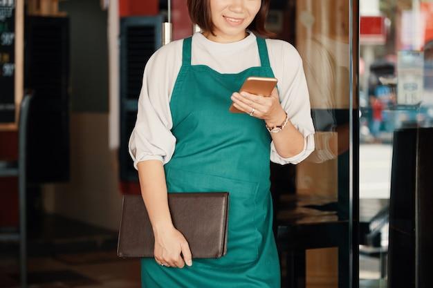 Texting waitress