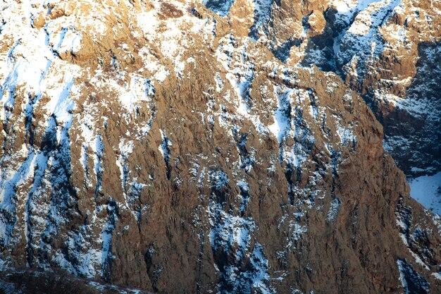 Текстура фона горной скалы зимой