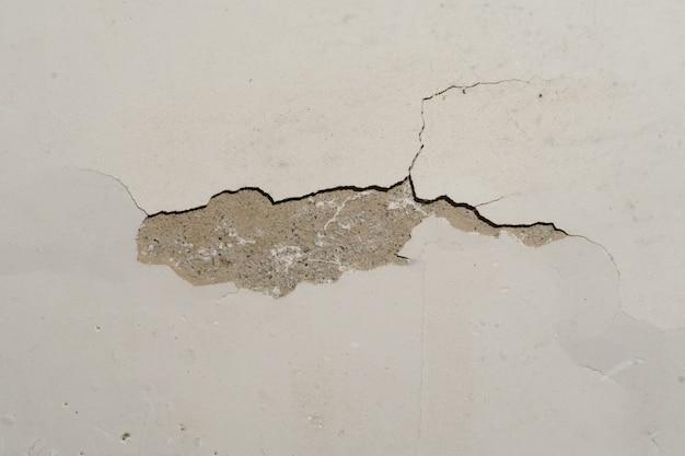 家のひびの入った壁のテクスチャ画像