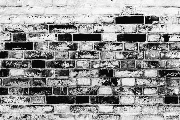 Текстура кирпичной стены с трещинами и царапинами, которую можно использовать в качестве фона