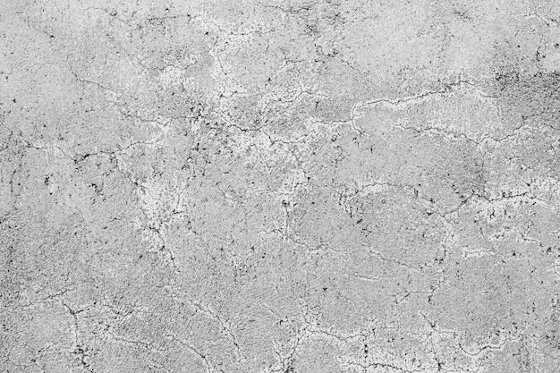 곱슬 균열을 가진 회색 콘크리트 벽의 질감
