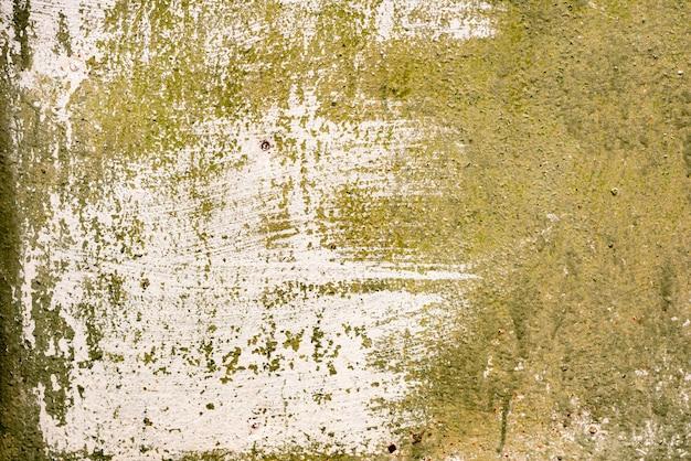 背景として使用できる亀裂や傷のある金属製の壁のテクスチャ