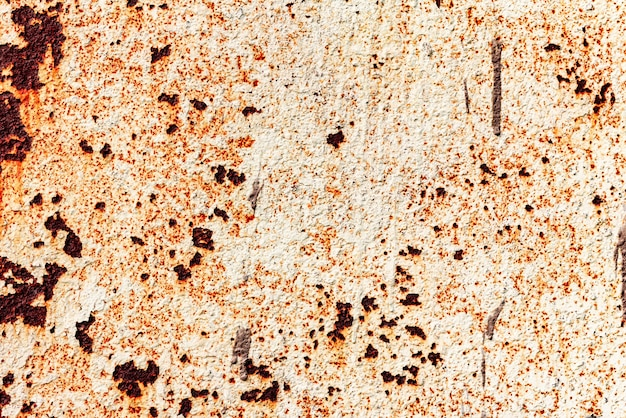 Текстура металлической стены с трещинами и царапинами, которые можно использовать в качестве фона