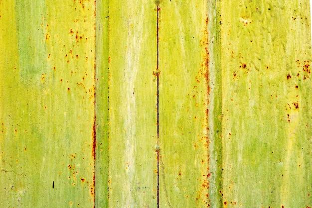 균열 및 스크래치가있는 금속 벽의 질감
