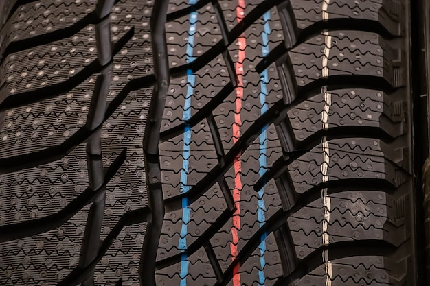 Текстура новой зимней резины для крупного плана автомобиля.