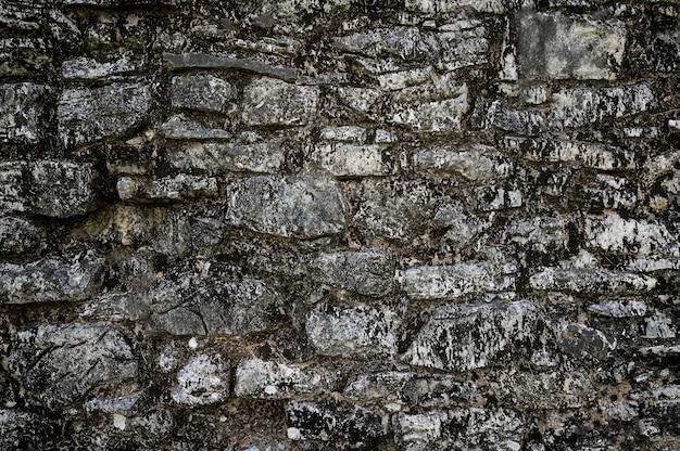 돌 벽의 질감입니다. 오래 된 성 돌 벽 질감 배경입니다. 배경 또는 질감으로 돌 벽입니다. 외벽의 클래딩과 같은 석조물의 예. 고품질 사진