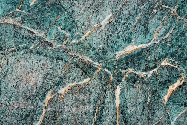 高山の緑がかった大理石のスラブのテクスチャ