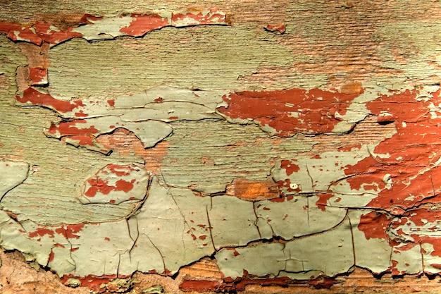 Текстура старой деревянной стены с облупившейся краской абстрактного фона.