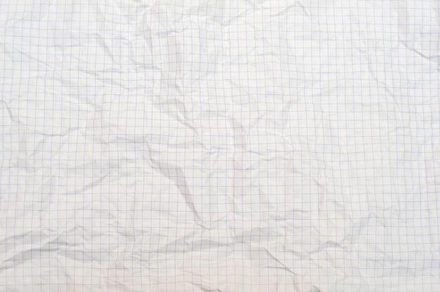 Текстура мятой белой бумаги в клетке, школьной тетради