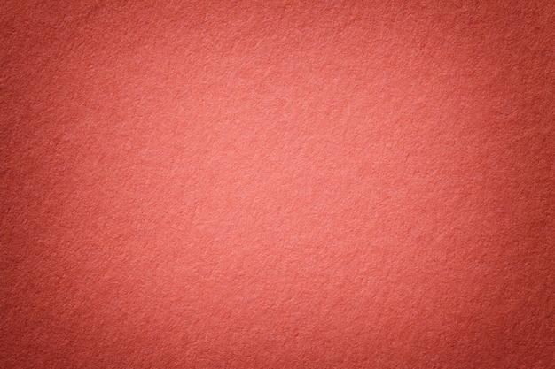 古い明るい赤い紙背景のテクスチャ