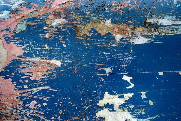 Текстура старой бетонной стены с множеством очищенных слоев краски.