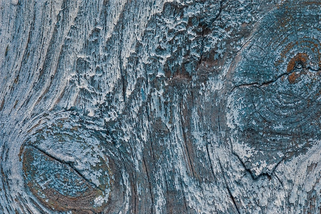青いペンキがはがれる古い木の質感