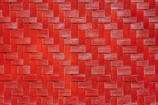 赤い竹の枝編み細工品のテクスチャ。