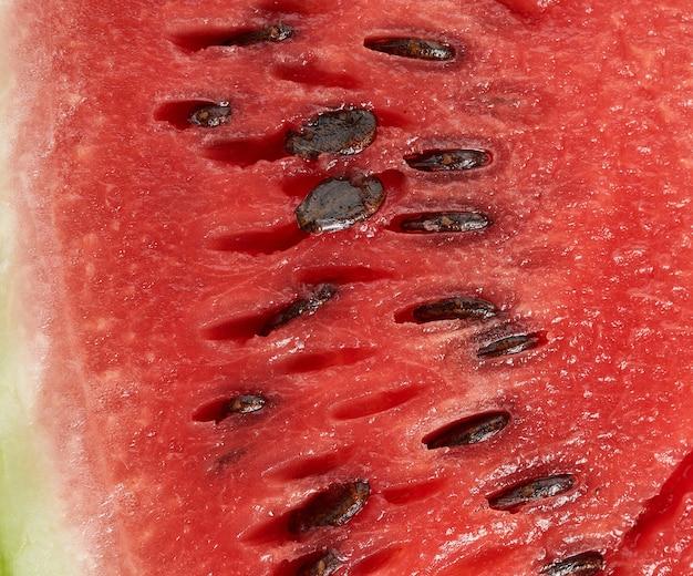 茶色の種と赤い熟したスイカのテクスチャ