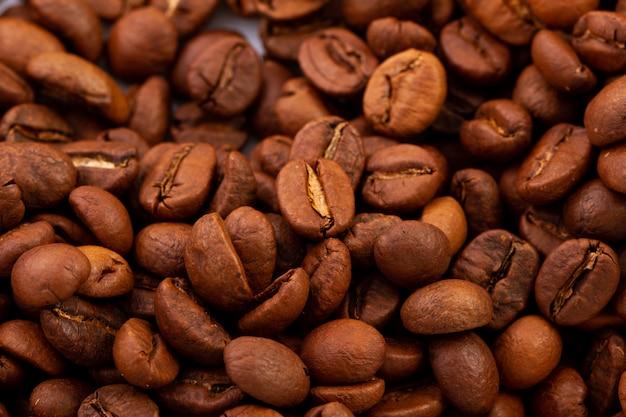 볶은 큰 커피 콩, 평면도의 질감.