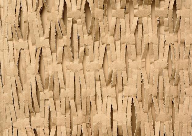 Текстура нарезанных полосок коричневой крафт-бумаги