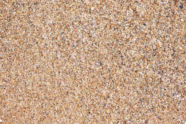 해변 지역에 돌과 모래의 질감