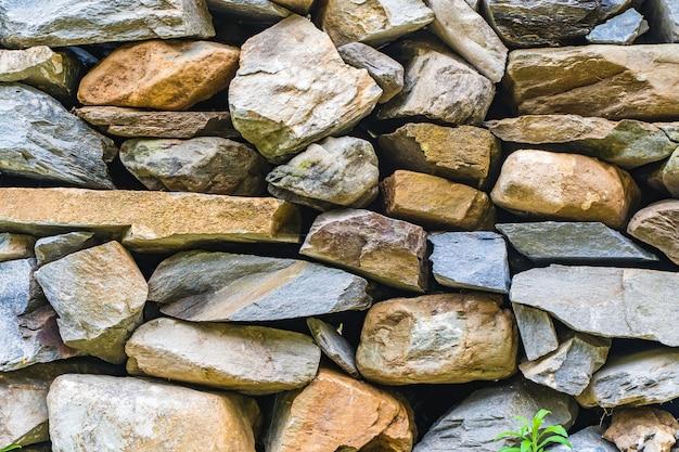 배경에 대한 돌 벽의 질감입니다. 자연스러운 색상. 스톡 사진